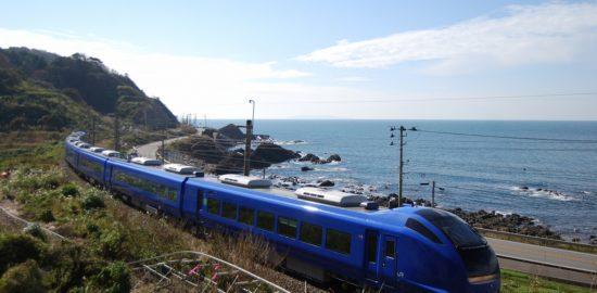 瑠璃色いなほ号と日本海